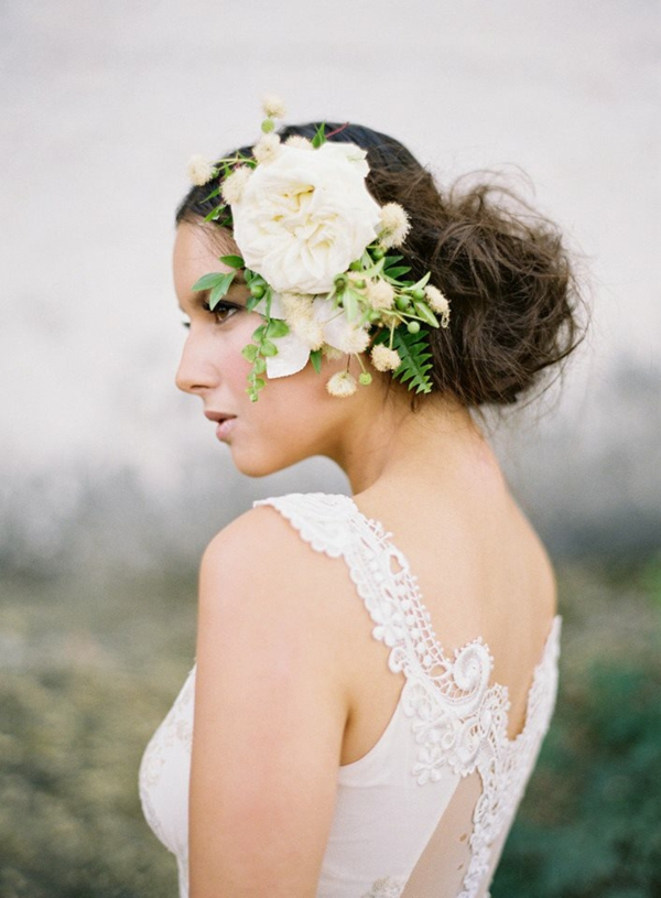 Hochzeitsfrisuren mit Blumen weiße Frühlingsblumen