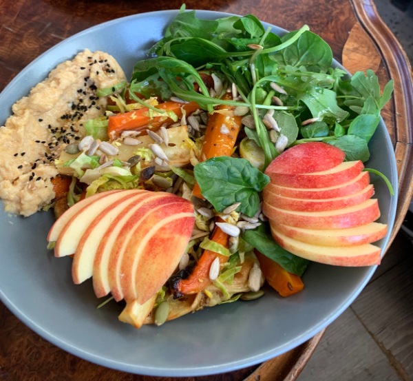 Mittagstief - Salat mit einigen Früchten