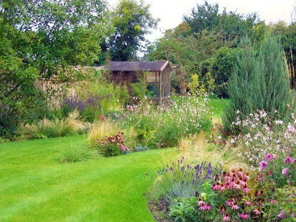 Naturgarten anlegen - eine schöne natürliche Landschaft