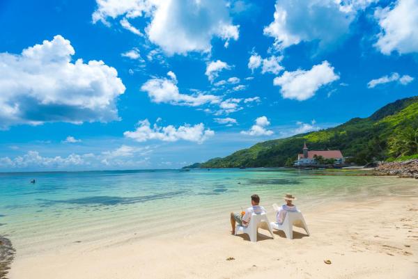 Schöne Strände weltweit Anse Royale Beach Seychellen weißer Strand Palmen azurblaues Meer