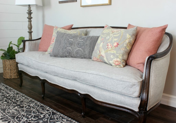 Sofa neu beziehen lassen Tipps Familienerbstück behalten