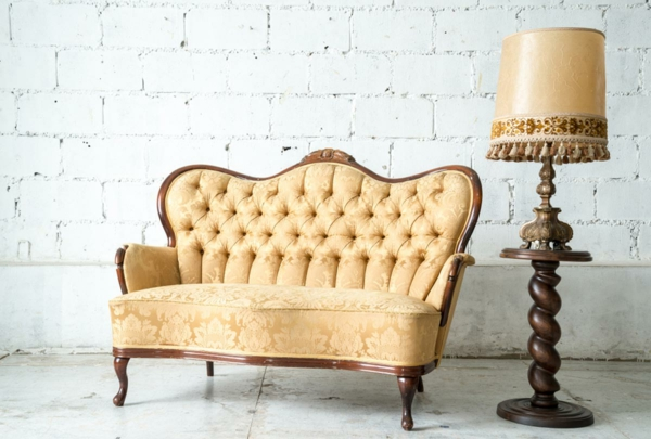 Sofa neu beziehen lassen Tipps antike Möbel