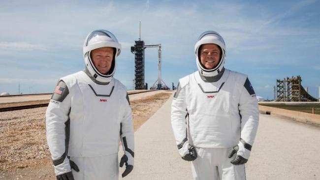 SpaceX Elon Musk Raketenstart erster bemannter Flug zur ISS zwei Astronauten Doug Hurley Bob Behnken