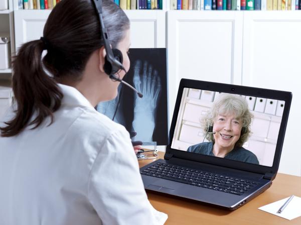 Sprechstunde mit einer Renterin Arzttermin olnine