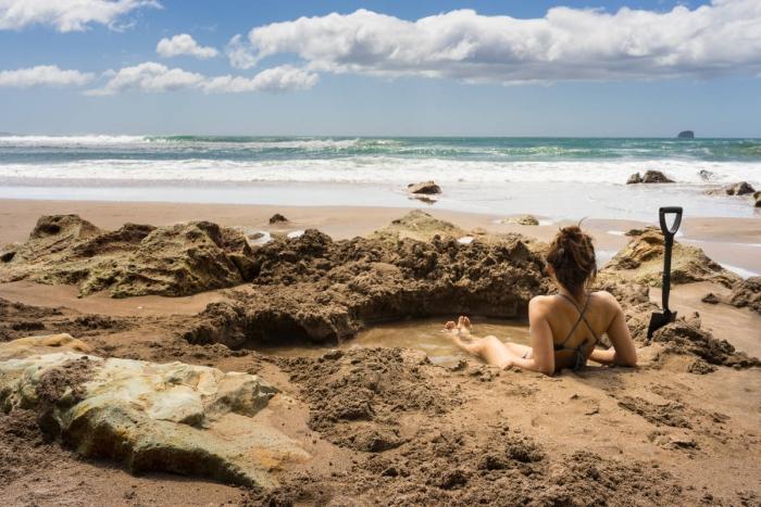 Top 5 der schönsten Strände der Welt Hot Water Beach Neuseeland heißes Wasser sprudelt aus dem Sand