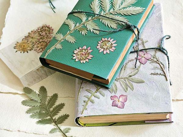 Wie kann man Blumen pressen Dekoideen mit gepressten Blumen
