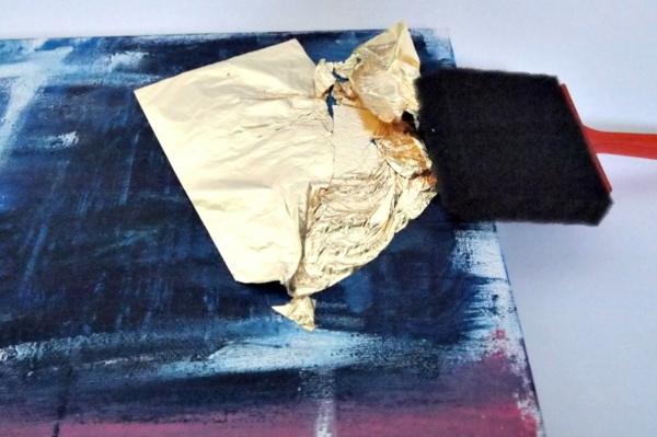 abstraktes wandbild mit blattgold
