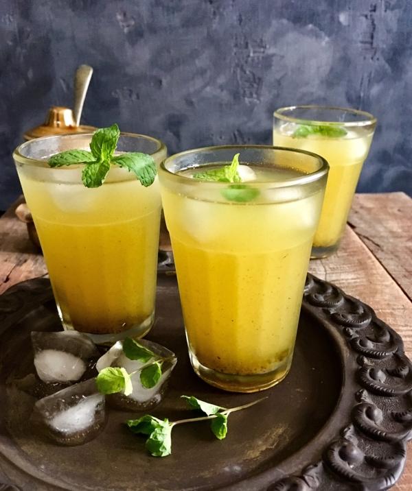 erfrischende Sommergetränke Aam Pana traditionelle indische Getränke