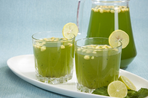 erfrischende Sommergetränke Jaljeera traditionelle indische Getränke
