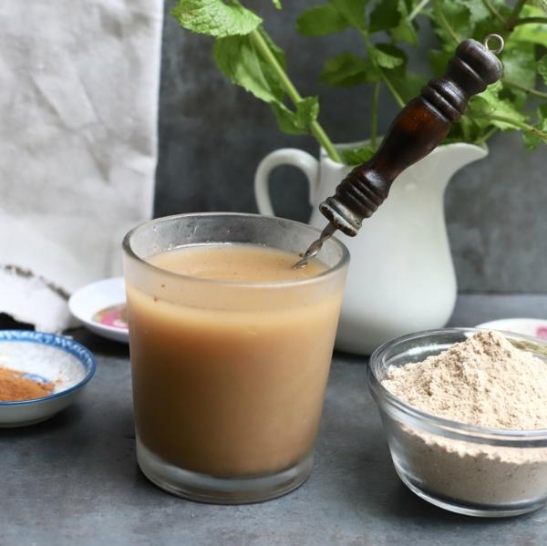 erfrischende Sommergetränke Sattu Sharbat traditionelle indische Getränke