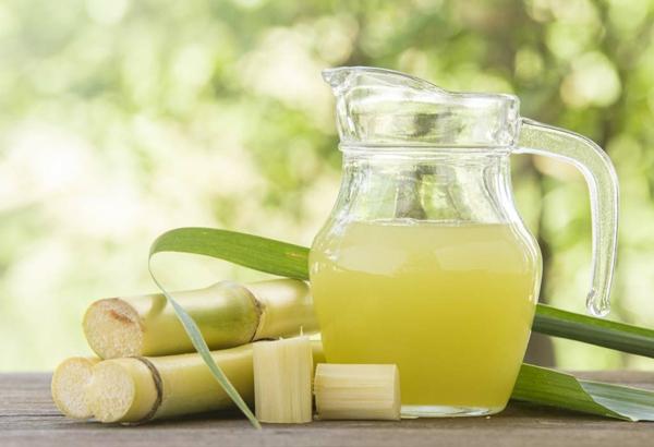 erfrischende Sommergetränke Zuckerrohrsaft traditionelle indische Getränke