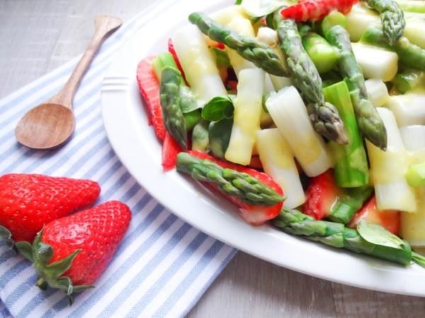 gesunder spargel erdbeer salat rezept