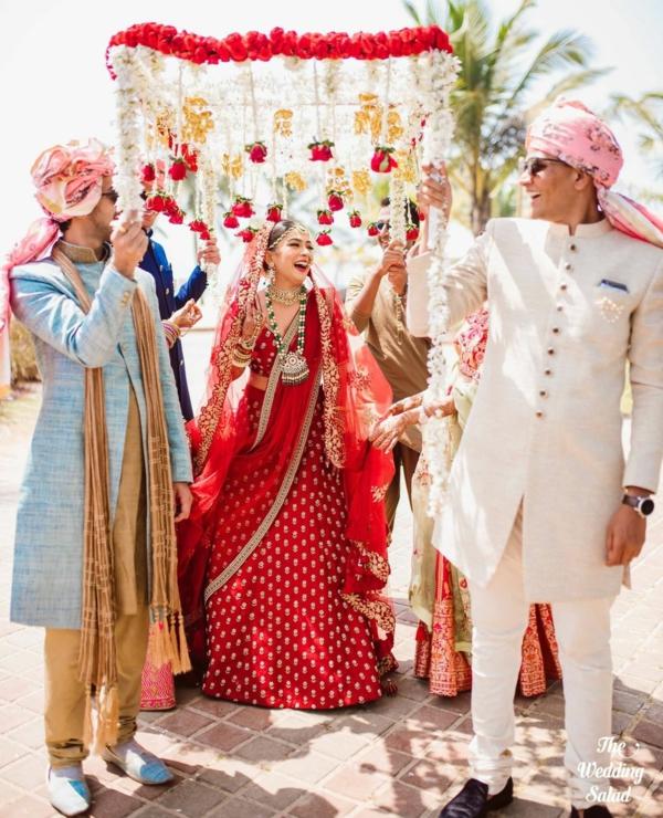indische Hochzeit Braut Bräutigam Mandap
