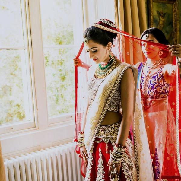 indische Hochzeit Braut Hochzeitskleid rot