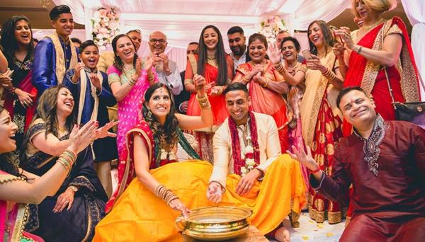 indische Hochzeit Ehepaar Familie