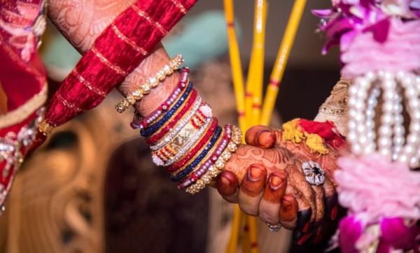 indische Hochzeit Hochzeitszeremonie Braut Übergabe