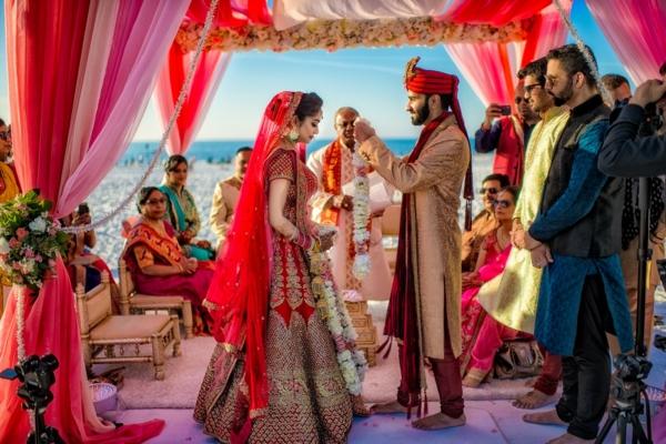 indische Hochzeit Zeremonie Mandap Blumen