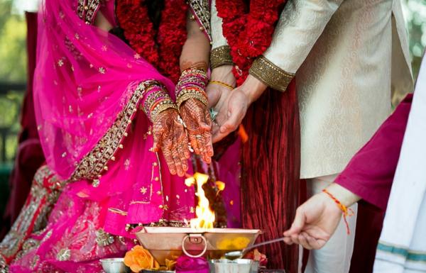 indische Hochzeit heiliges Feuer
