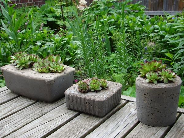 mehrere kleine Pflanzer - Gartengestaltung - Pflanzenkübel Beton