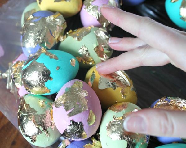 ostereier dekorieren mit goldfolie
