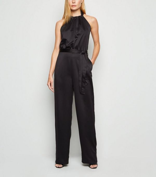 schwarze Kleidung - toller Jupmsuit