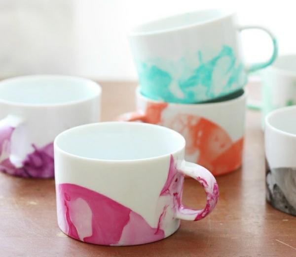 tassen marmorieren schnelle muttertagsgeschenke basteln