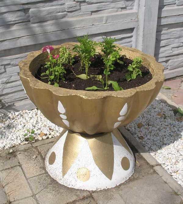 tolles Gefäß - tolle Idee für den Garten - Pflanzenkübel Beton