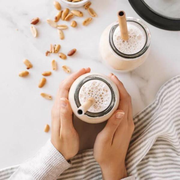 Alternativen zu Kuhmilch Milchalternativen Erdnussmilch