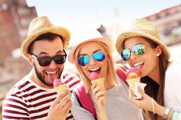Ausgefallene Eissorten reisen und Eis essen
