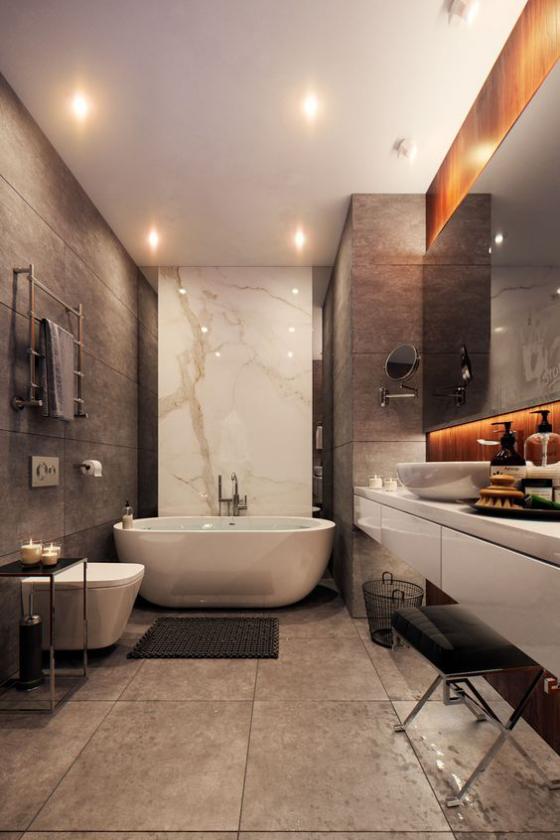 Braun modernes Badezimmer Fliesen in Großformat weiße Badewanne WC passende Beleuchtung