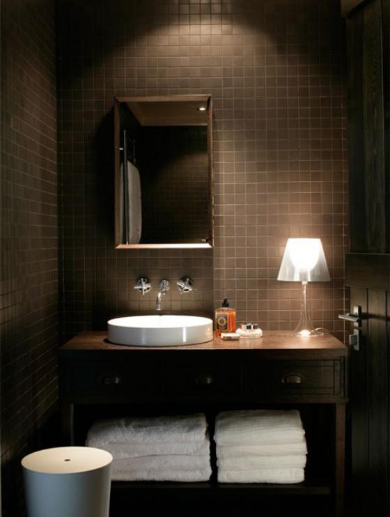 Braun modernes Badezimmer Kaffeebraun und Weiß kombinieren visueller Effekt gute Badbeleuchtung