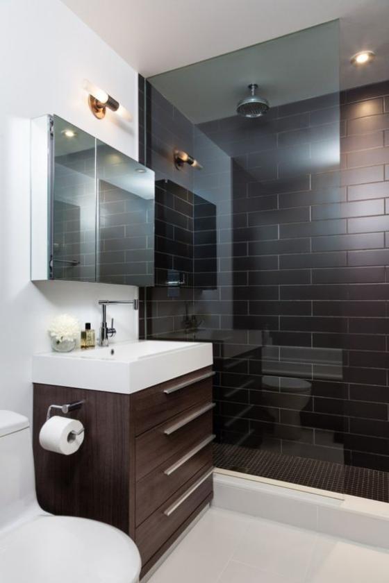 Braun modernes Badezimmer Metro Fliesen in Dunkelbraun Dusche Glaswand weiße Badezimmermöbel