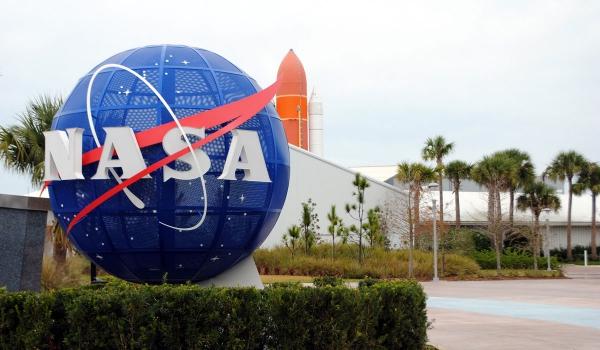 Das Solar Dynamics Observatory der NASA erkennt die größte Sonneneruption seit 2017 NASA logo und hauptquartier