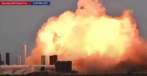 Der Raketenprototyp Starship SN4 von SpaceX explodiert während Test feuerball explosion in texas raketentest