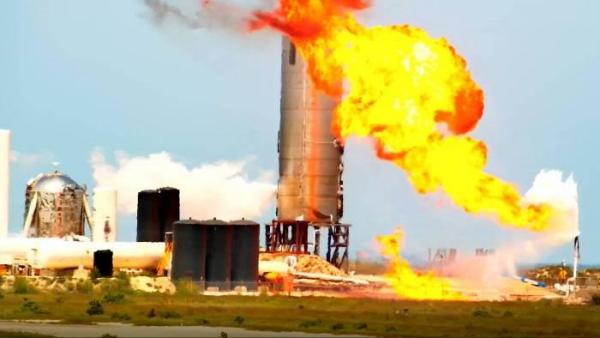 Der Raketenprototyp Starship SN4 von SpaceX explodiert während Test gewaltige explosion feuerball