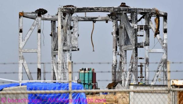 Der Raketenprototyp Starship SN4 von SpaceX explodiert während Test startrampe schwer beschädigt schrott