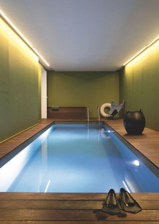 Hallenbad zu Hause Schwimmen Lieblingssportart Schwimmflossen