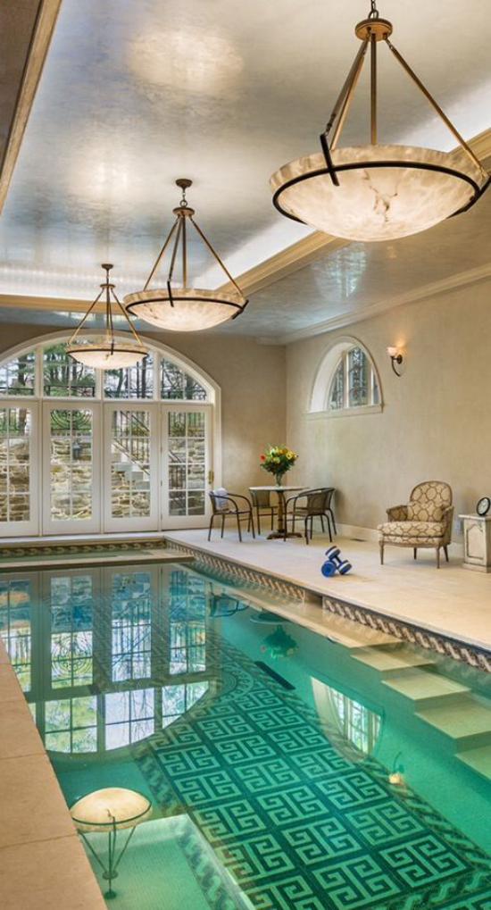 Hallenbad zu Hause sehr gemütliche Atmosphäre um den Indoor Pool rechteckige Form gefliest