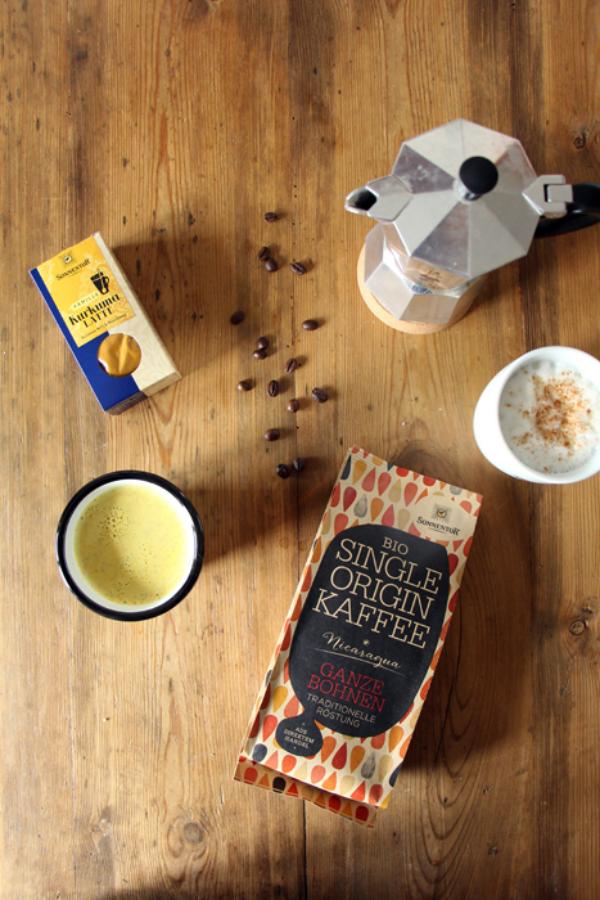Kurkuma Kaffee alle nötigen Zutaten vorbereiten erst dann mit der Zubereitung beginnen
