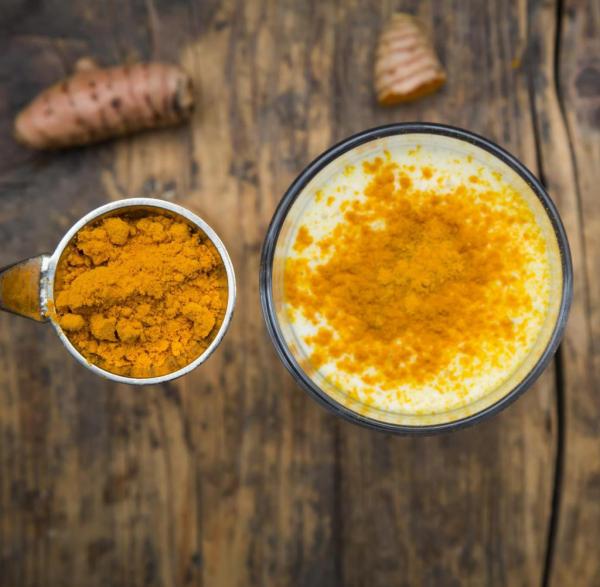 Kurkuma Kaffee gesunde und leckere Variante des Lieblingsgetränks von Millionen Menschen