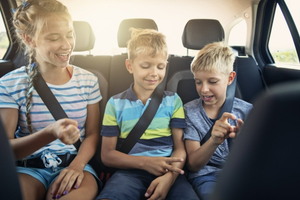 Kurztrip mit Kind Tipps Autoreisen mit Kindern Geschwister