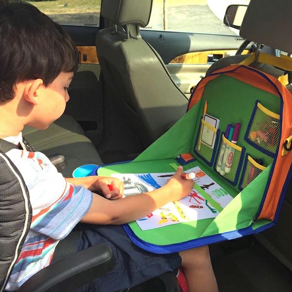 Kurztrip mit Kind Tipps Autoreisen mit Kindern Kinderspielyeuge Malboard
