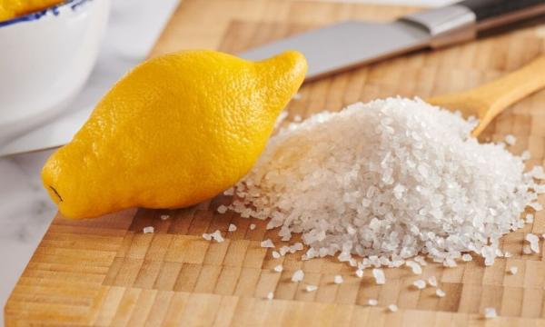 Rost entfernen - Zitronen und Salz