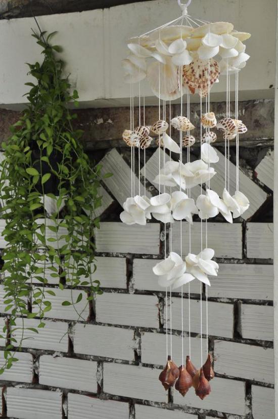 Sommerdeko ideen mit Muscheln Mobile mit Muscheln Seestern draußen im Garten aufhängen