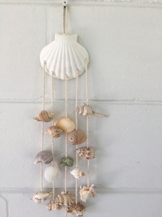 Sommerdeko mit Muscheln Mobile mit Muscheln Seestern draußen im Garten aufhängen ideen