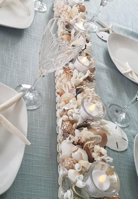 Sommerdeko mit Muscheln den Esstisch schmücken bei Familientreffen oder weiteren Events