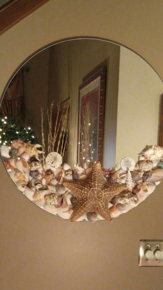 Sommerdeko mit Muscheln runder Wandspiegel mit Muscheln verziert sehr eyecatching