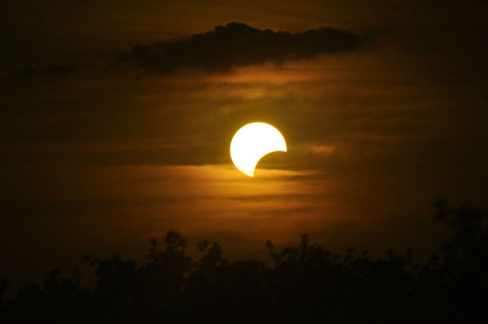 Sonnenfinsternis 2020 es gibt totale partielle und ringförmige SoFi hier partielle Eklipse