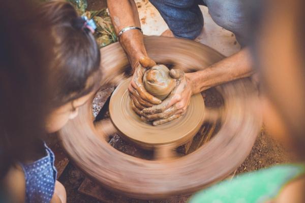 Töpfern mit Kindern Töpferhandwerk Töpferrad