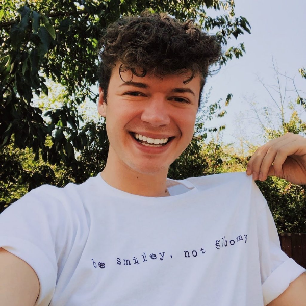 T-Shirt Trends - sehr kleine Botschaft